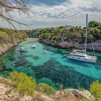 Esos colores... . Those colors...  📷 @mallorcazuhause.de • Ánima de Mallorca Plata de ley made in Mallorca  #calapi #mallorca #miisla #inlovewithmallorca #turismo #mallorcamood #mallorcalifestyle #mallorcatraveltips #mallorcaposter #palmademallorca #mediterraneo #summerfeeling #visitmallorca #illesbalears #unlimitedmallorca #balearicislands #loves_mallorca #loves_balears #fotos_de_mallorca #igersbaleares #mallorcaisland #balearespasoapaso #mallorcagram #loves_baleares #baleares #igersbalears #summervibes #mallorcablogs #mallorcafotografica